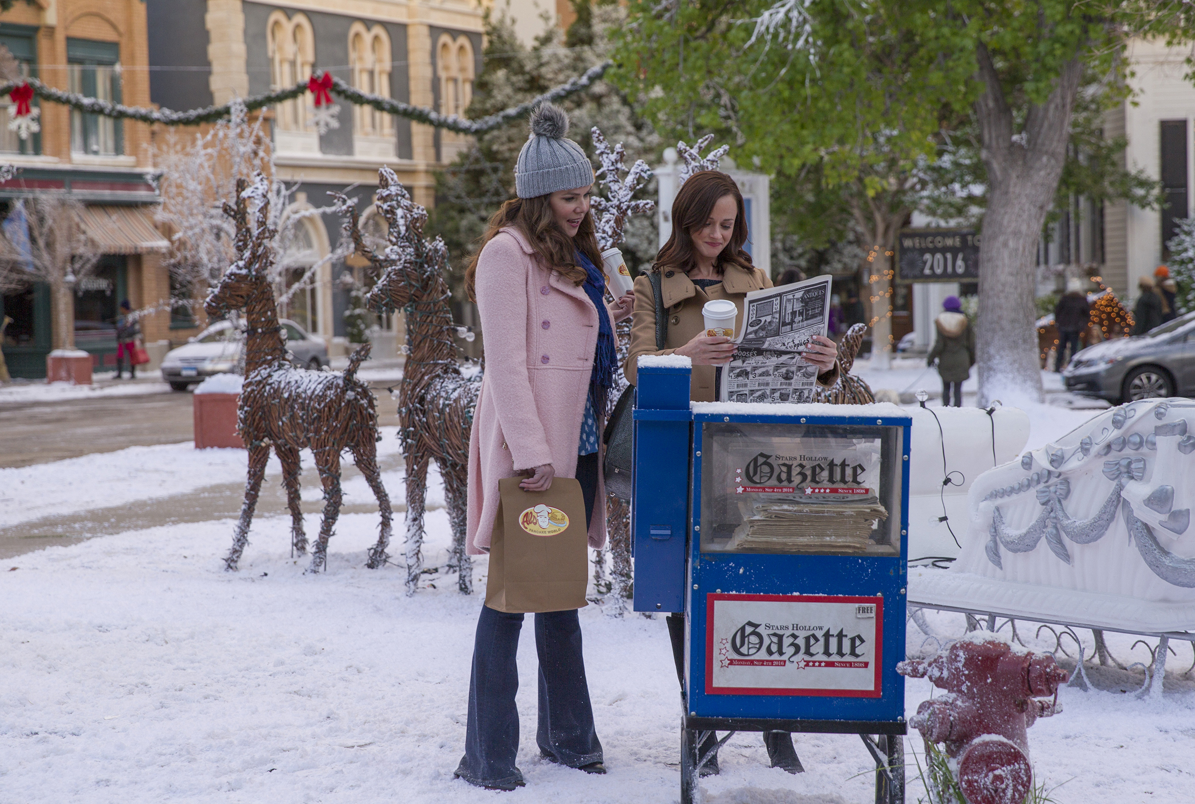 181129-are-these-places-real-stars-hollow-gilmore-girls-v2.jpg