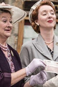 Elizabeth Berrington as Diane Smith