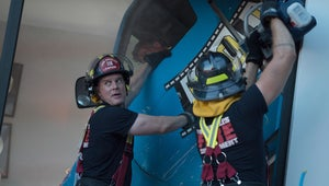 9-1-1's Season 2 Premiere Is Straight Up '70s Disaster Movie Porn