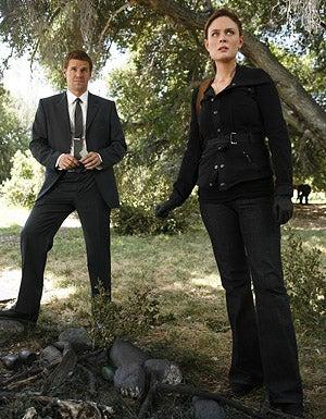 "Bones - Season 4, ""The Bone That Blew"" - David Boreanaz as Booth, Emily Deschanel as Brennan"