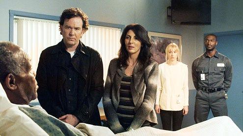 "Leverage - Season 4 - ""The Van Gogh Job"" - Danny Glover, Timothy Hutton, Gina Bellman, Beth Riesgraf and Aldis Hodge"