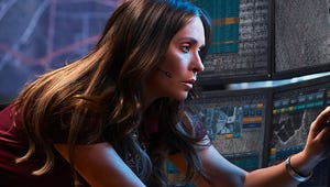 Jennifer Love Hewitt Stays Cool Amid a Terrible Earthquake in This New 9-1-1  Trailer