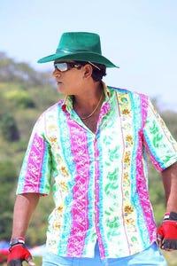 Ravi Babu as Ravi