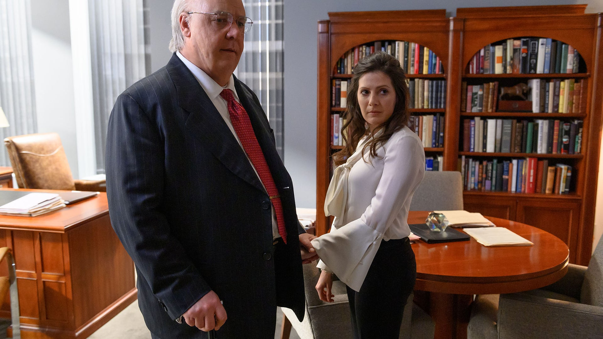 Russell Crowe as Roger Ailes and Aleksa Palladino as Judy Laterza in The Loudest Voice