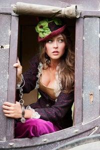 Katharine Isabelle as Mindy Fanshaw