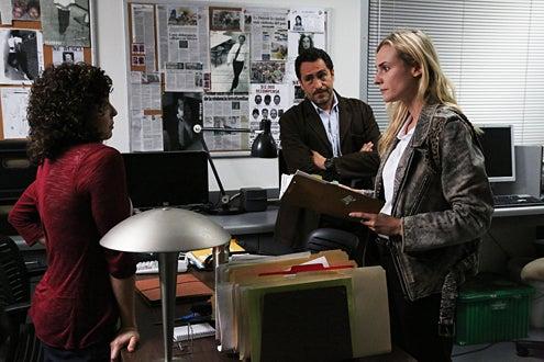 "The Bridge - Season 1 - ""Vendetta"" - Ellie Araiza as Celia Delgado, Demian Bichir as Marco Ruiz, Diane Kruger as Sonya Cross"