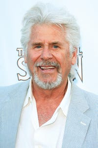 Barry Bostwick as Oliver Gates