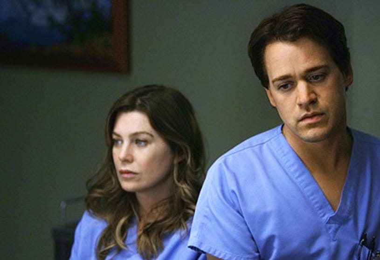 "Grey's Anatomy - Season 5 - ""Elevator Love Letter"" - Ellen Pompeo, T.R. Knight"