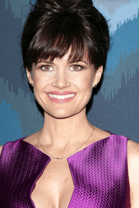 Carla Gugino as Jessie Burlingame