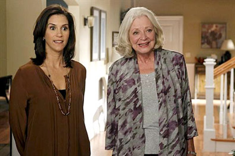 "The Neighbors - Season 1 - ""Thanksgiving is for the Bird-Kersees"" - Jami Gertz and Debra Mooney"