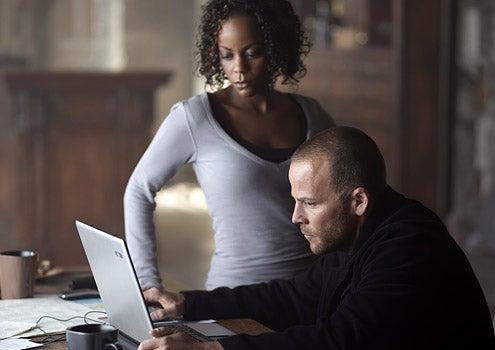 XIII - Lucinda Davis as Agent Lauren Jones and Stephen Dorff as Steve Rowland
