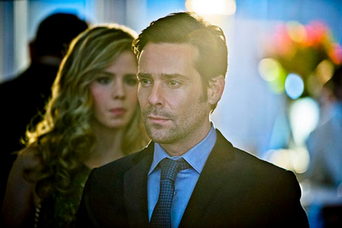 "Arrow - Season 1 - ""Dodger"" - Emily Bett Rickards and James Callis"