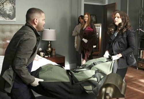 "Scandal - Season 2 - ""Whiskey Tango Foxtrot"" - Guillermo Diaz, Kerry Washington, Darby Stanchfield, Columbus Short, Katie Lowes"