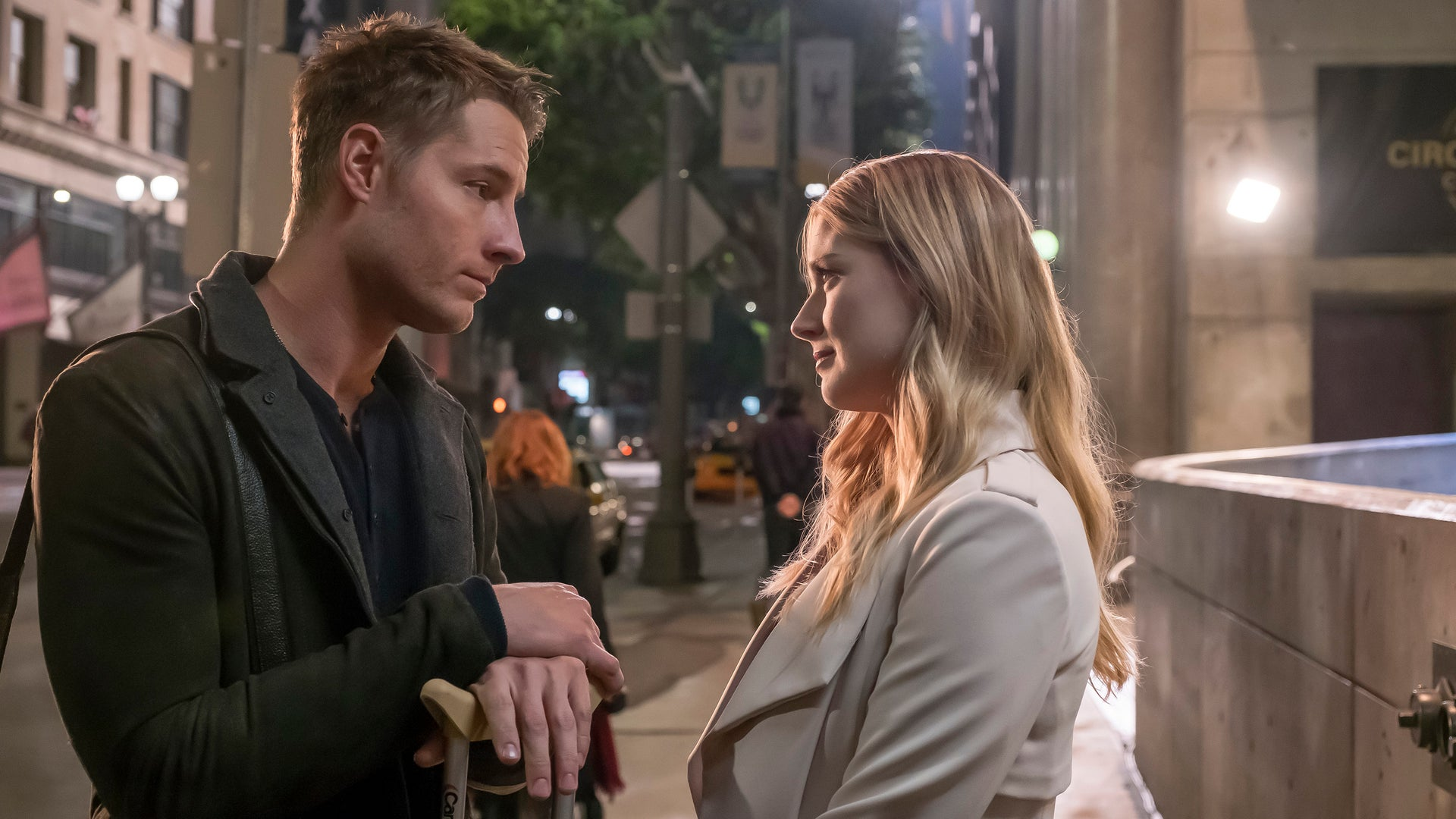 Justin Hartley as Kevin, Alex Breckenridge as Sophie, This Is Us