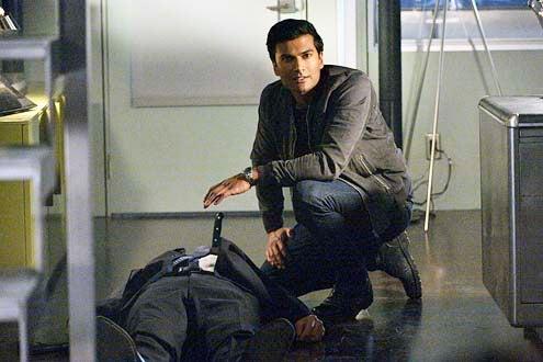 "Beauty and the Beast - Season 2 - ""Held Hostage"" - Sendhil Ramamurthy"