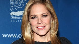 """In Plain Sight's Mary McCormack: """"Tune In to See the Real Boobs"""""""