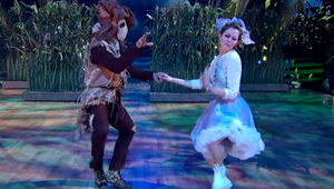 Watch Lindsey Stirling Power Through Painful Injury for Inspiring Dancing with the Stars Performance