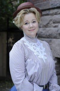 Caroline Rhea as Bonnie