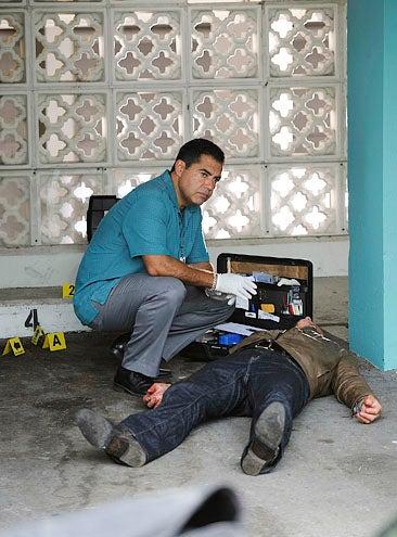 """The Glades - Season 1 - """"Marriage is Murder"""" - Carlos Gomez"""