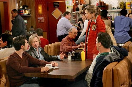 "Rules of Engagement - ""Kids"" - Oliver Hudson, David Spade, guest star Jessica Walter, Patrick Warburton"