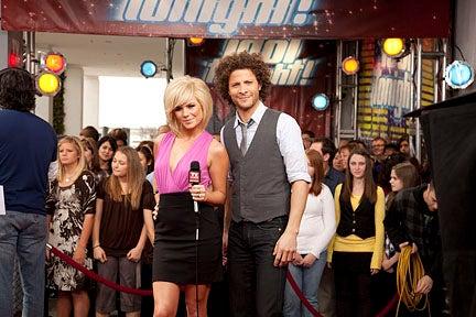 Idol Tonight - Hosts Kimberly Caldwell and Justin Guarini