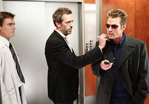 "House - Season 4, ""Living the Dream"" - Robert Sean Leonard as Wilson, Hugh Laurie as House, guest star Jason Lewis as Evan Greer"