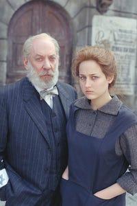 Leelee Sobieski as Sister Honey
