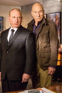 Adrian Scarborough as Leo Pascal