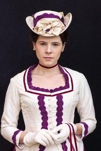 Elaine Cassidy as Lucy Honeychurch