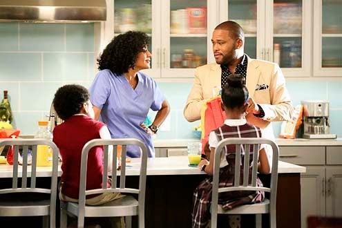 "Black-ish - Season 1 - ""Pilot"" - Miles Brown, Tracee Ellis Ross, Anthony Anderson and Marai Martin"