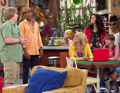 "Sonny With A Chance - Season 2 - ""Dakota's Revenge"" - Doug Brochu, Brandon Mychal Smith, Tiffany Thornton, Demi Lovato and Allisyn Ashley Arm"