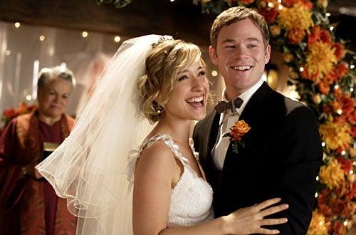 """Smallville - Season 8, """"Bride"""" - Allison Mack as Chloe Sullivan, Aaron Ashmore as Jimmy Olsen"""