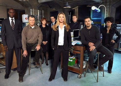 Fringe - Season 1 - Lance Reddick, John Noble, Blair Brown, Kirk Acevedo, Anna Torv, Mark Valley, Joshua Jackson and Jasika Nicole
