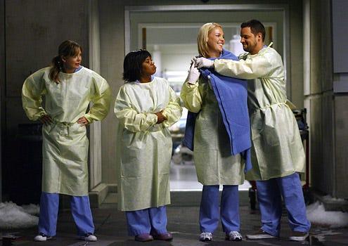 "Grey's Anatomy - Season 5 Premiere, ""Dream a Little Dream of Me"" - Ellen Pompeo as Meredith, Chandra Wilson as Bailey, Katherine Heigl as Izzie, Justin Chambers as Alex"