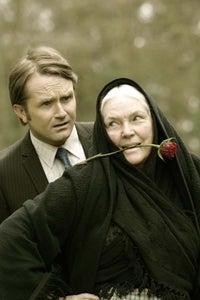 Fionnula Flanagan as Elizabeth 'Meg' Dundee