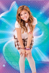 Aria Wallace as Nell Cassidy