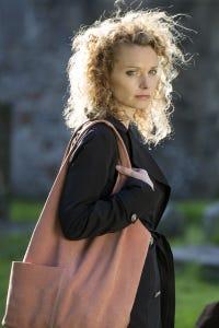 Lisa Brenner as Jennifer Sands