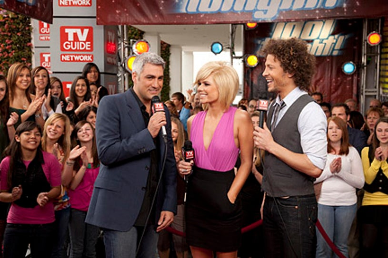 Idol Tonight - Hosts Kimberly Caldwell and Justin Guarini talk to Season 5 Idol winner Taylor Hicks (left)