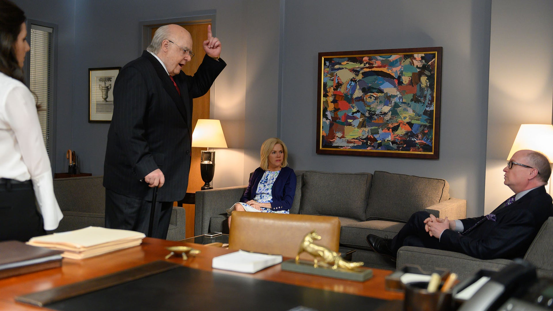 Aleksa Palladino as Judy Laterza, Russell Crowe as Roger Ailes, Sienna Miller as Elizabeth Ailes, and John Harrington Bland as Peter Johnson Jr. in The Loudest Voice