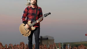 Dave Grohl Is a Boss Because He Broke His Leg on Stage - and Continued the Show