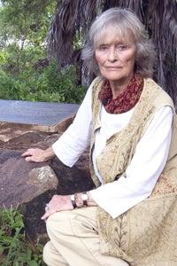 Virginia McKenna as Elderly Woman