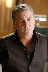 Robert Curtis Brown as Ian Busch