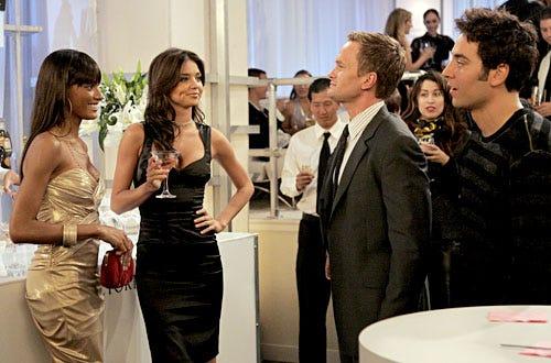 "How I Met Your Mother - Season 3 - ""Yips"" - Selita Ebanks as herself, Miranda Kerr as herself, Neil Patrick Harris as Barney and Josh Radnor as Ted"
