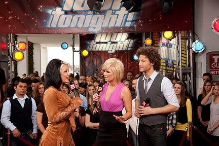 Idol Tonight - Hosts Kimberly Caldwell and Justin Guarini interview former Idol finalist Amanda Overmyer (left)