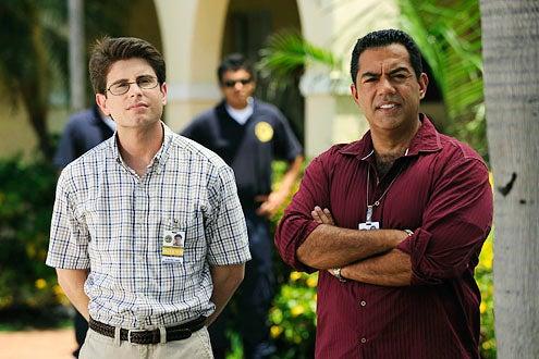 """The Glades - Season 1 - """"Doppleganger"""" - Jordan Wall and Carlos Gomez"""