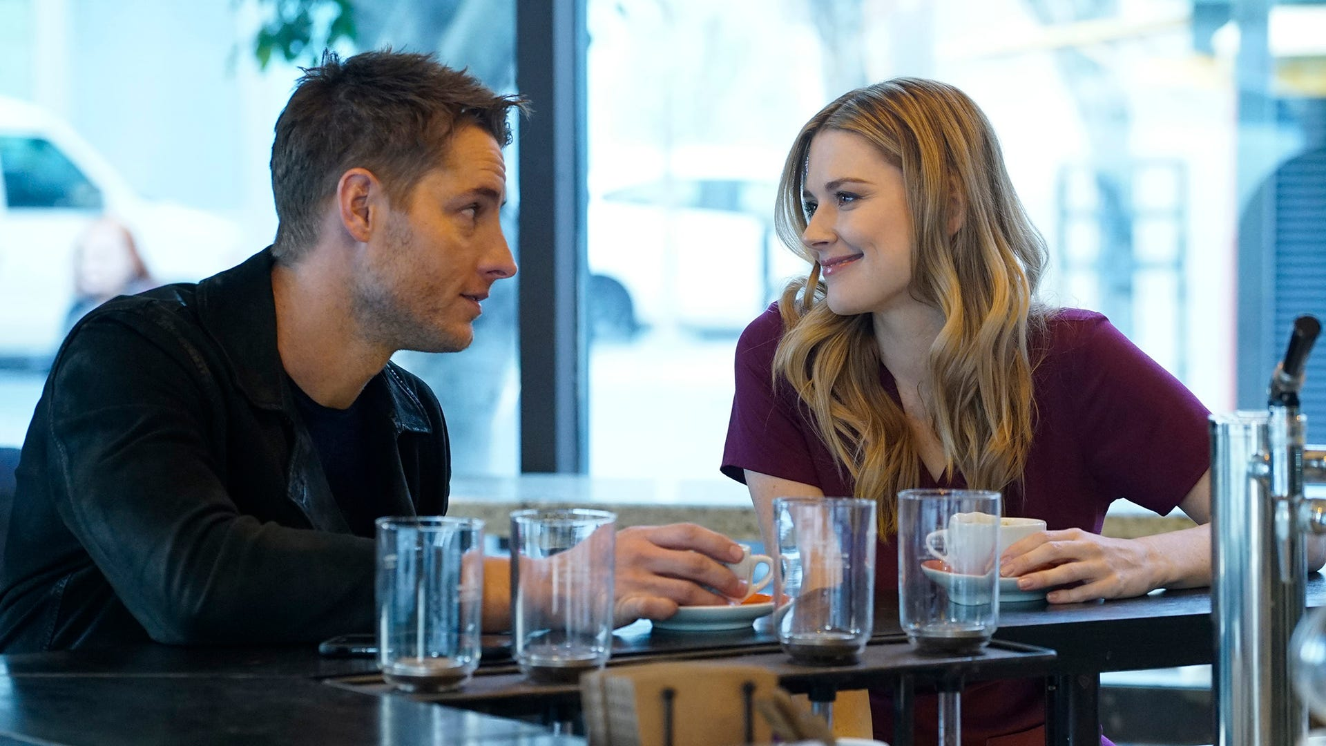 Justin Hartley as Kevin, Alexandra Breckenridge as Sophie, This Is Us