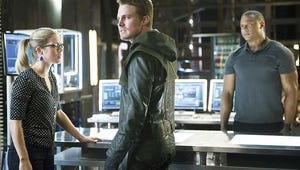 Arrow: More People Will Learn Oliver's Secret Identity!