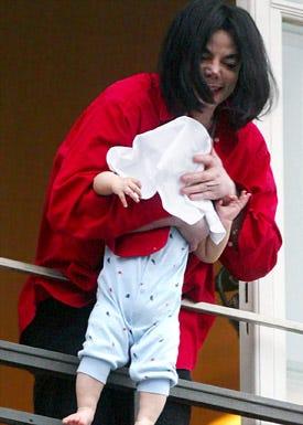 Michael Jackson and baby  - hotel balcony in Berlin, November 19, 2002