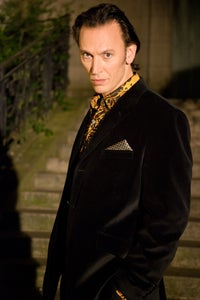 Steve Valentine as Xander Van Xander