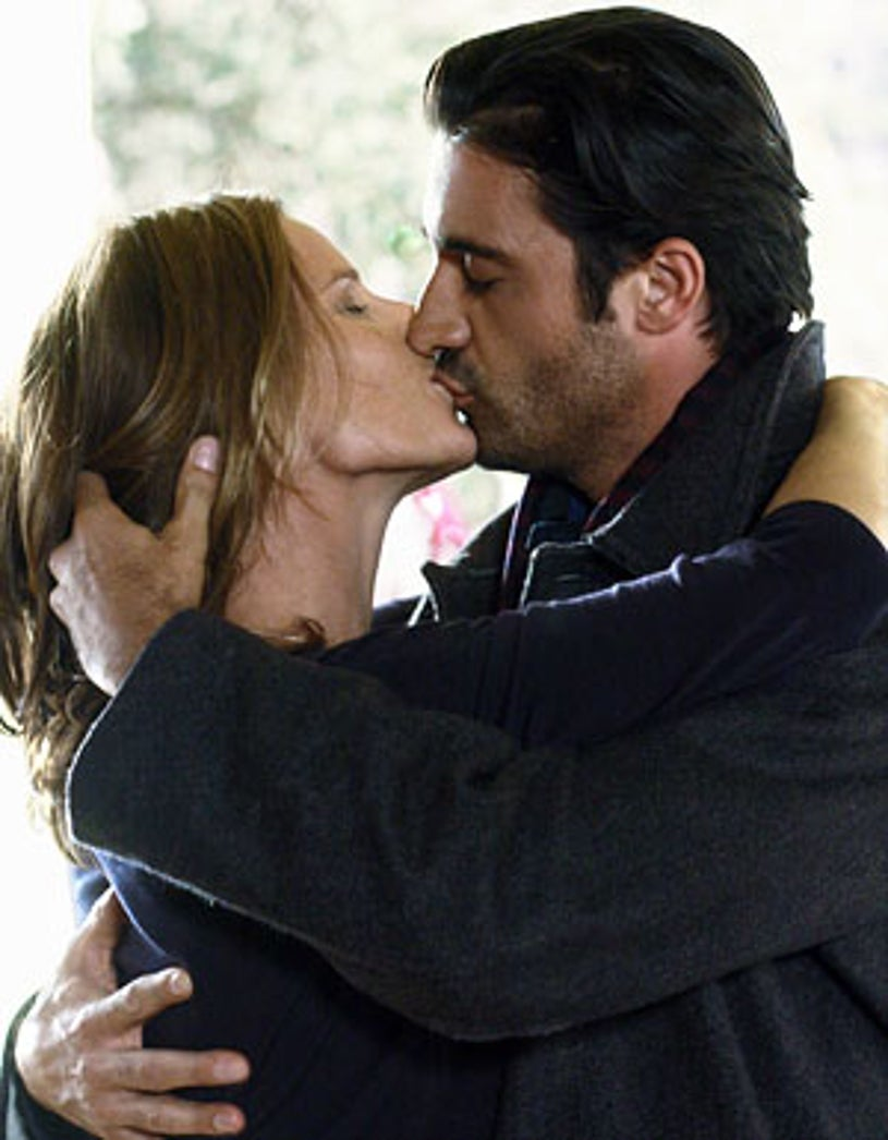 """Brothers & Sisters - Season 4 - """"From France with Love"""" - Rachel Griffiths and Gilles Marini"""